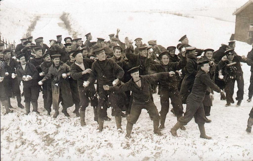 Sneeuwballen gooien! Timbertown, 1914
