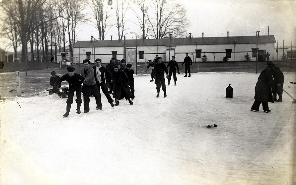 Schaatsen op het tennisveld, Timbertown, 1917