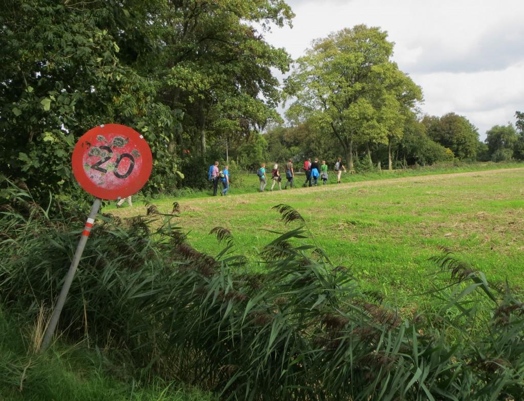 Wandelaars in Oudedijk