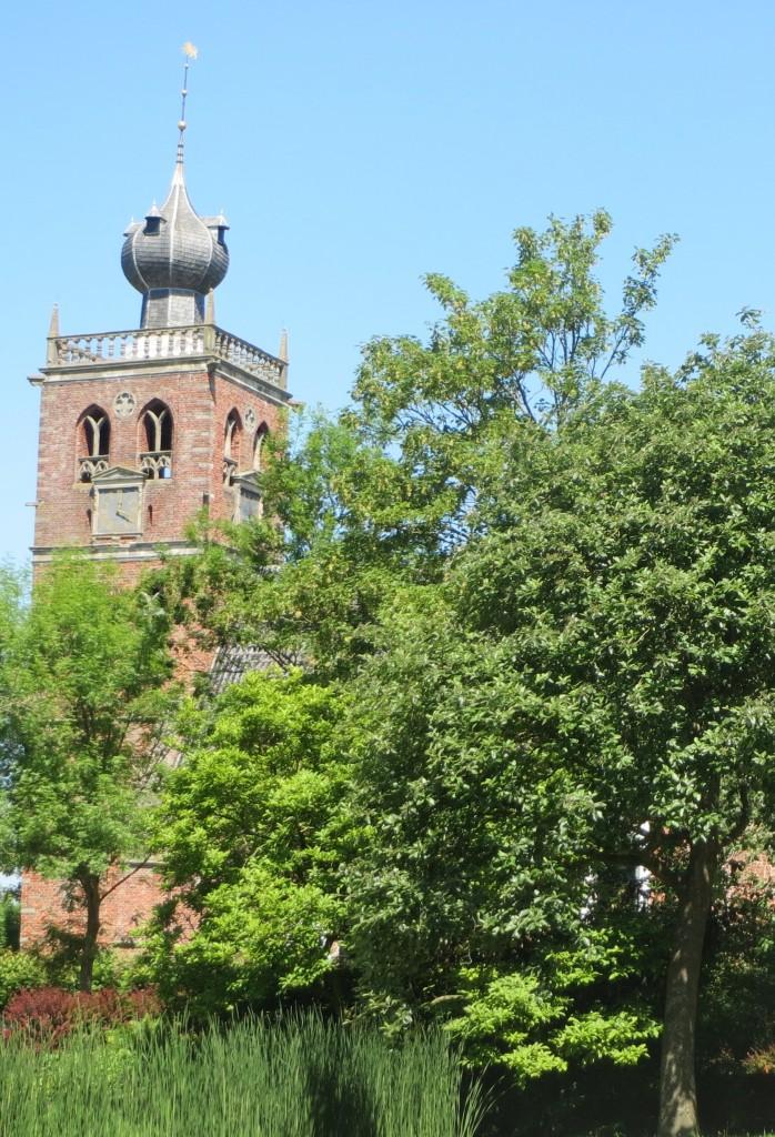 De beroemde ui-vormige kerktoren van Noordwolde