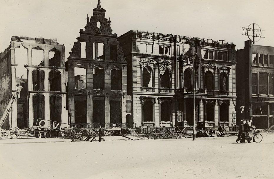 Grote Markt met het SS-bolwerk Scholtenshuis, Groningen, 1945 (foto via Hans Zant)