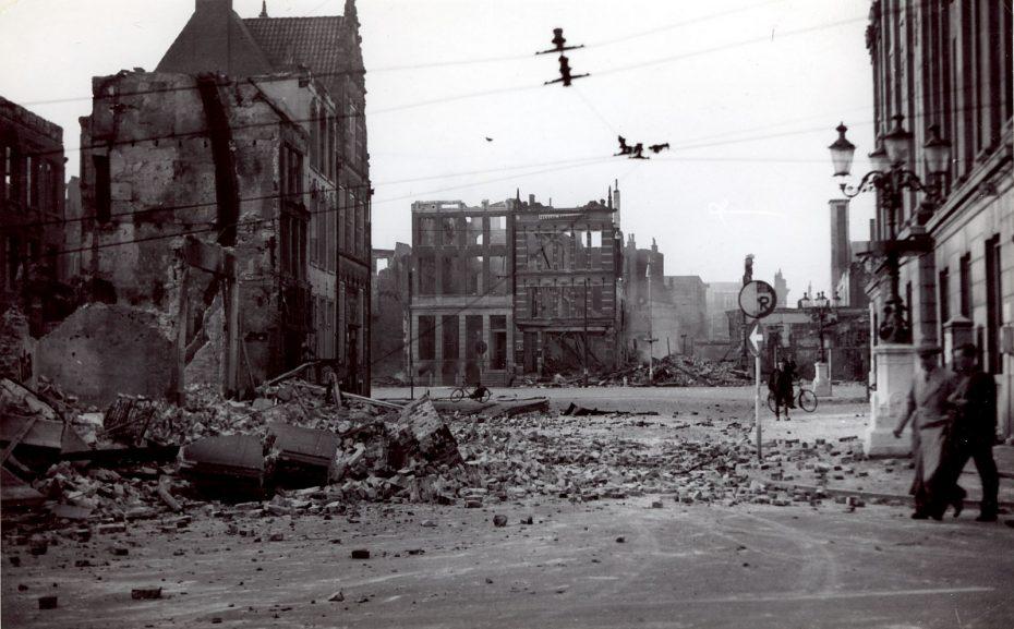 Waagstraat met Grote Markt, Groningen, 1945 (foto via Hans Zant)