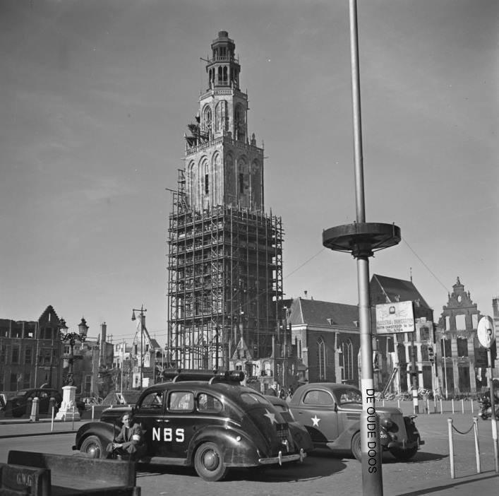 Grote Markt met Martinitoren, Groningen, april 1945 (foto via Hans Zant)