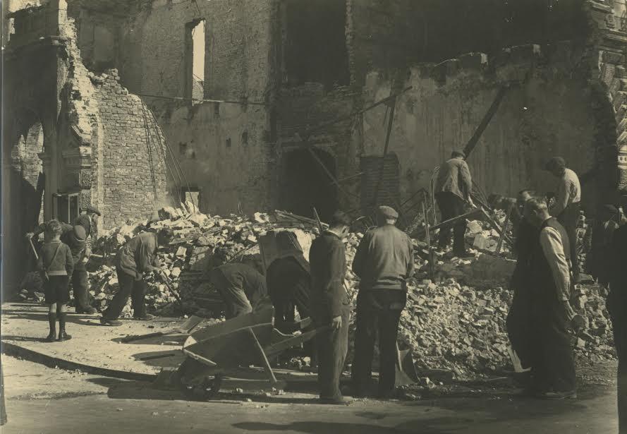 Puin ruimen. Groningen, 1945 (foto via Hans Zant)